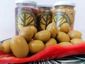 Green whole olives (non - pitted)